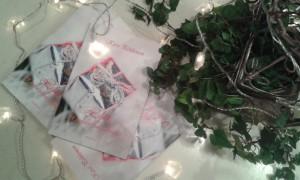 Lahja-kirja saapui ja jouluvalot syttyivät.